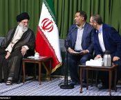 امام خامنهای در دیدار جمعی از شاعران: بکوشید شعر فارسی عفیف، حکمتآمیز و امیدآفرین باقی بماند + تصاویر