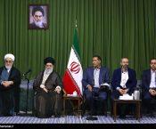 شعرخوانی جواد اسلامی در محضر رهبر انقلاب: «ما راست درفشی که نه شرقی و نه غربی»